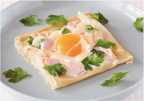 プレーンプレートでは、生地を焼いた後そのまま卵やチーズを乗せればガレットも作れる