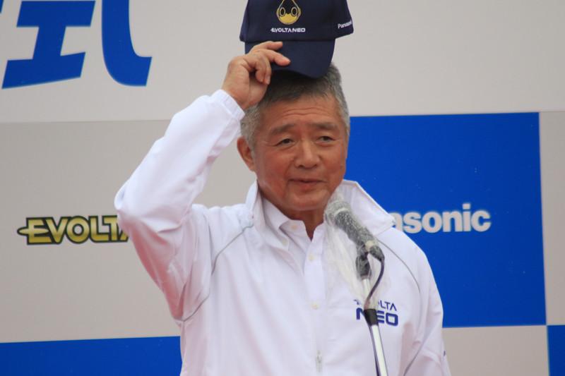 パナソニック アプライアンス社 ニッポン地域コーンシューマ マーケティング部長・中島 幸雄さんからのあいさつで式典が始まった