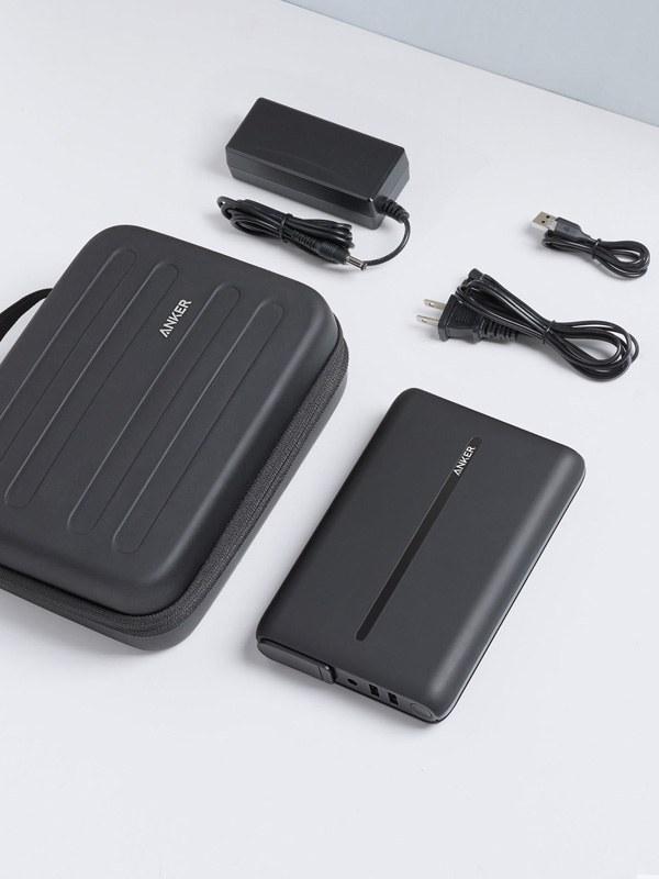 専用トラベルケース、AC充電器、Micro USBケーブルを付属
