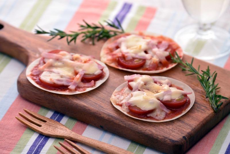 餃子の皮を使用したピザの調理例