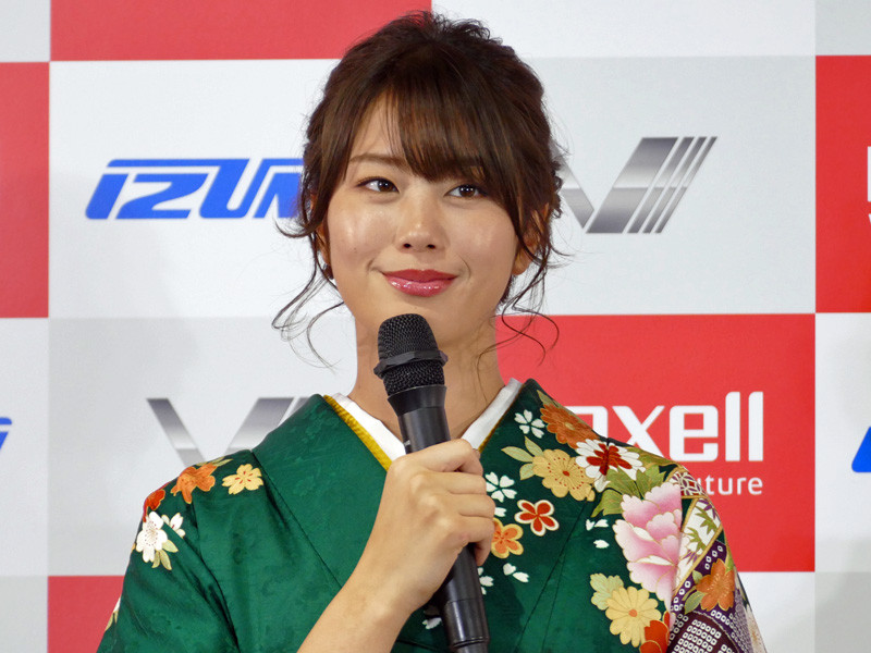 タレントでグラビアアイドルの稲村 亜美さん