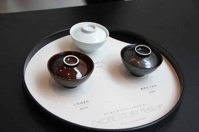 お茶碗にフタをした状態で提供される