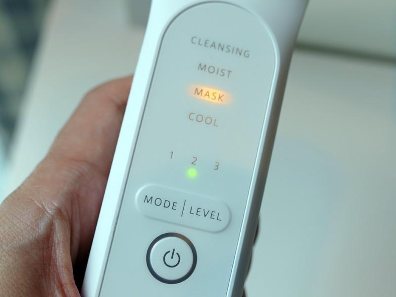 スイッチ類と表示部。モード/レベル切り替えボタンで、用途を切り替える