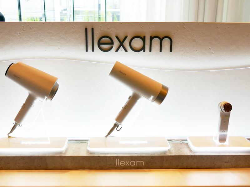 新美容家電ブランド「llexam」の新製品。左から「ナノイオンドライヤー」「光ドライヤー」「多機能温冷美顔器」