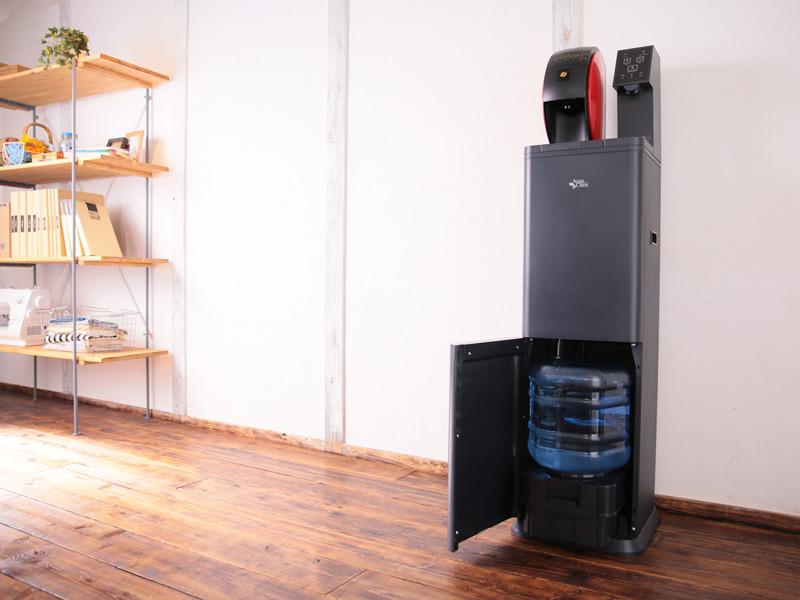 コーヒーマシンとウォーターサーバーが一体になった「AQUA WITH」