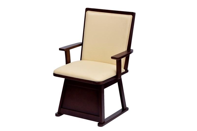 椅子前面の仕切り板で暖気を逃さない