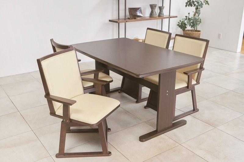 1年中使用できるシンプルデザインのダイニングテーブル型