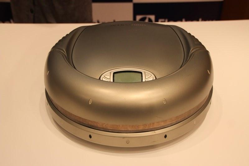 2001年発売のロボット掃除機「トリロバイト」