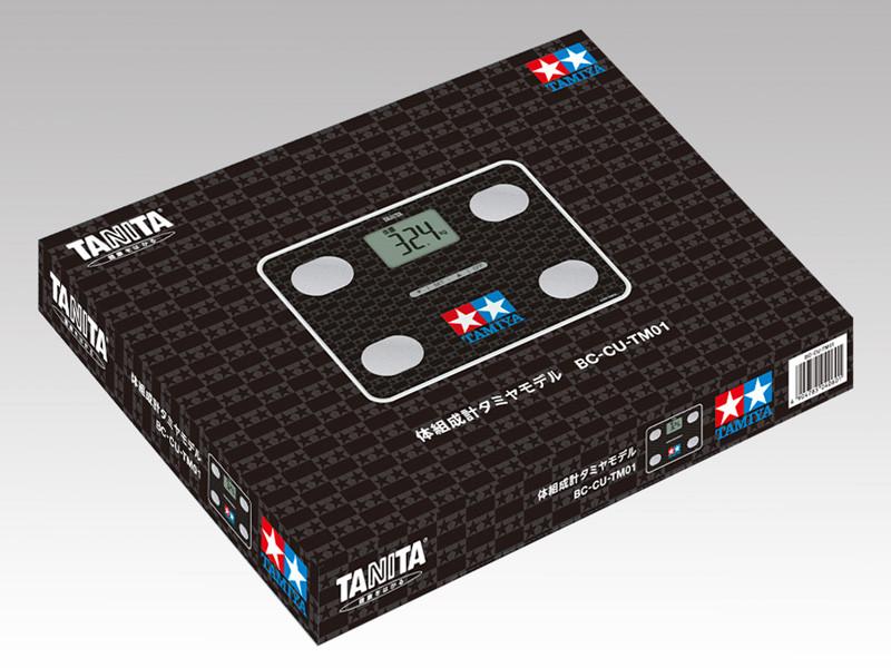 「体組成計タミヤモデル/(TAMIYA)」はパッケージもブラックを基調としている