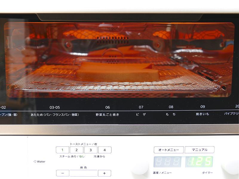 ガラス窓が大きく、調理中の様子がよく見える