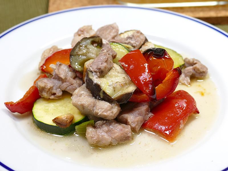野菜は甘く、肉は柔らかく仕上がった。スープもとても美味しい一品だ
