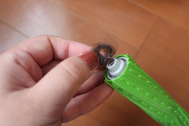 ブラシは簡単に取り外してお手入れができる。髪の毛は端にまとまっていたが、スルンと抜けるように取り除けた。お手入れは本当にラクだ