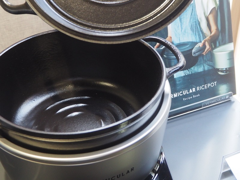 鍋をしめるとぴたりと密閉する蓋