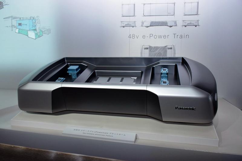 「eパワートレイン」のベース。バッテリー、駆動部、キャビンをモジュール化し、載せ替えることで、各種小型電動コミューターを作れる