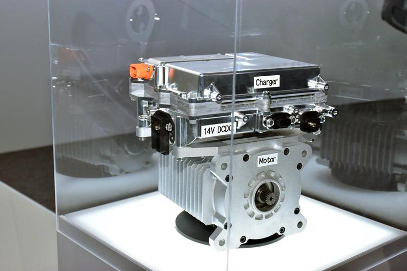 チャージャーとDC/DCコンバーター、インバーター、モーターを一体化したモジュール