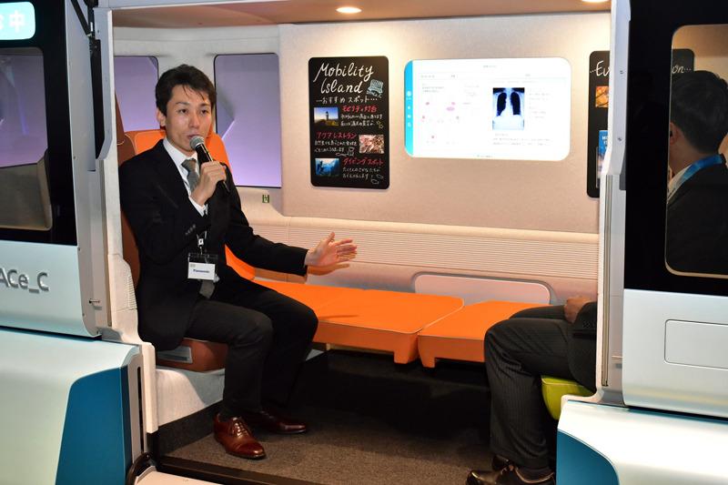 可動式の椅子をベッドにして健康相談を受けることもできるという