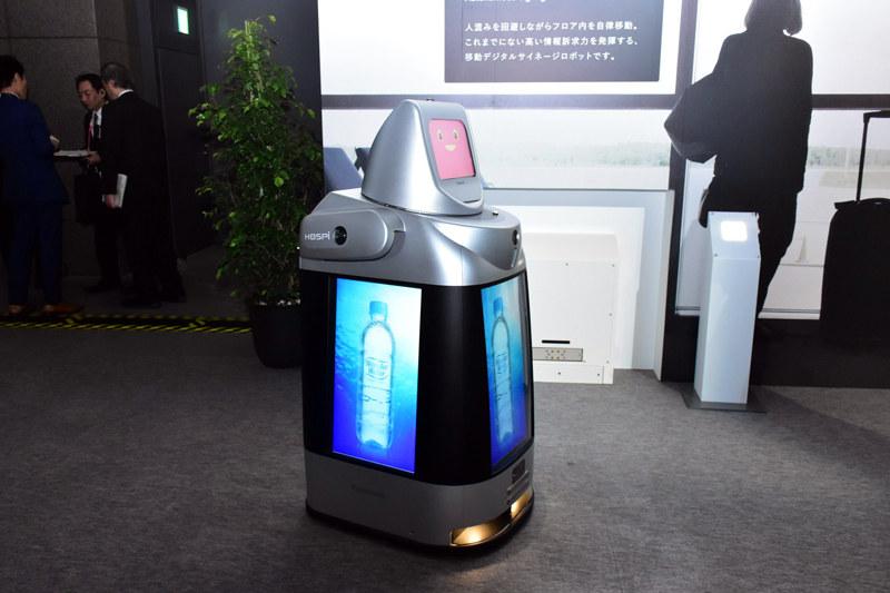 自律移動できるサイネージロボット「Signage HOSPI」