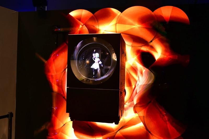 ドラム式洗濯乾燥機という日常にある生活機器と、「VRoid Studio」のキャラクターを組み合わせ、未来を表現したという