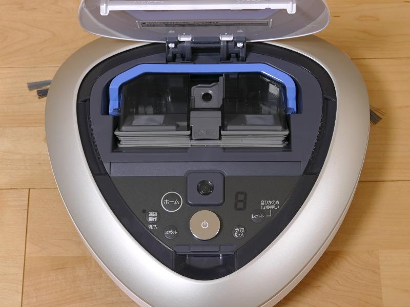 ダストボックスは掃除機の上部から簡単に外せる。集じん容積は0.25L(使用前に撮影)