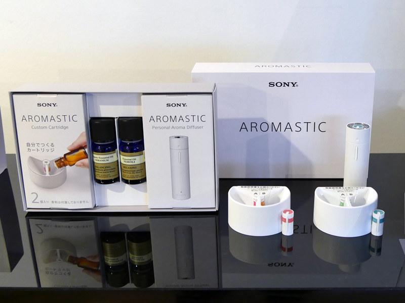 「AROMASTIC」ホワイトの「AROMASTIC Gift Box」。精油ありのボックスセット