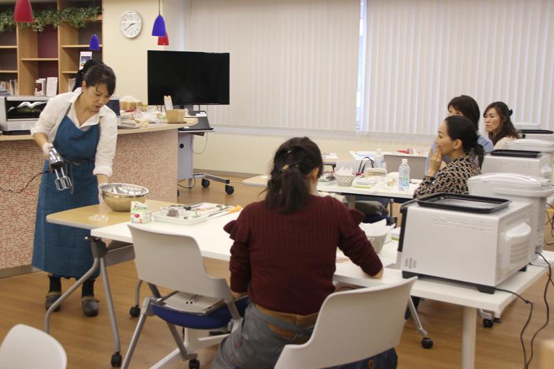 アレンジパン教室は2日間でペア20組40名が参加。1,200組の応募があったという