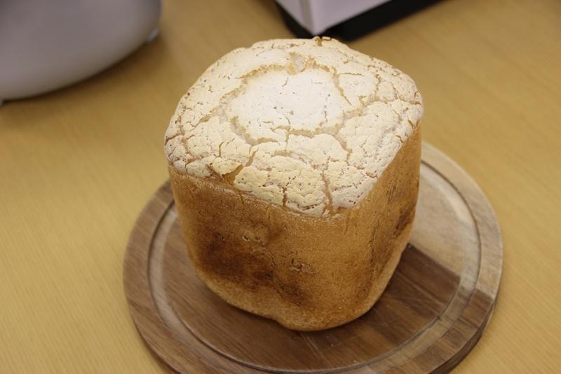 IHホームベーカリーで焼いた米粉パン。しっかり膨らむという