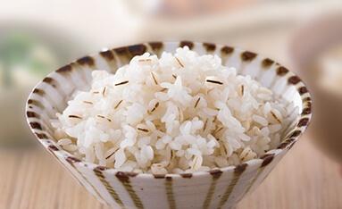 「玄米」、「麦ごはん/雑穀米」コースを採用