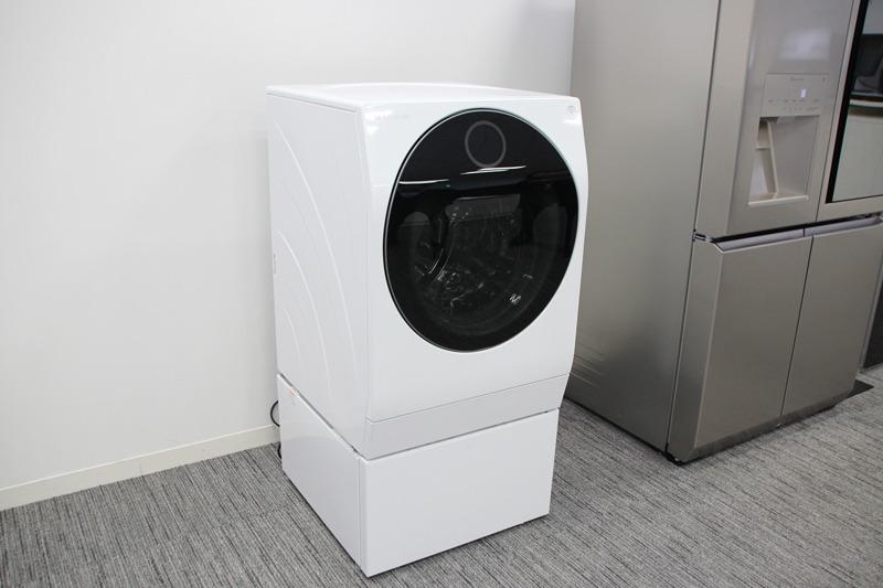 本体は高さがあるため、購入前の設置サポートも行なっている。洗濯/乾燥容量が11kg/6kgはグローバルでは一番小さいモデル。価格はオープンプライスで、店頭予想価格は458,000円前後(税抜)