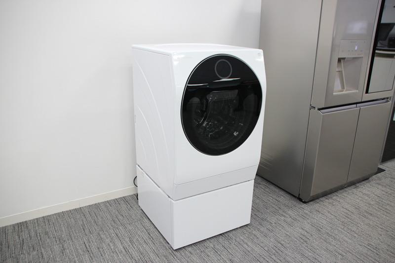 上部のメインドラム槽は、洗濯/乾燥容量が11kg/6kg、下部のミニ洗濯機は容量2kg