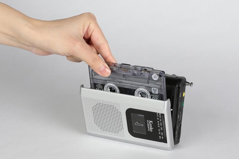 ほぼカセットテープ大のコンパクトサイズ