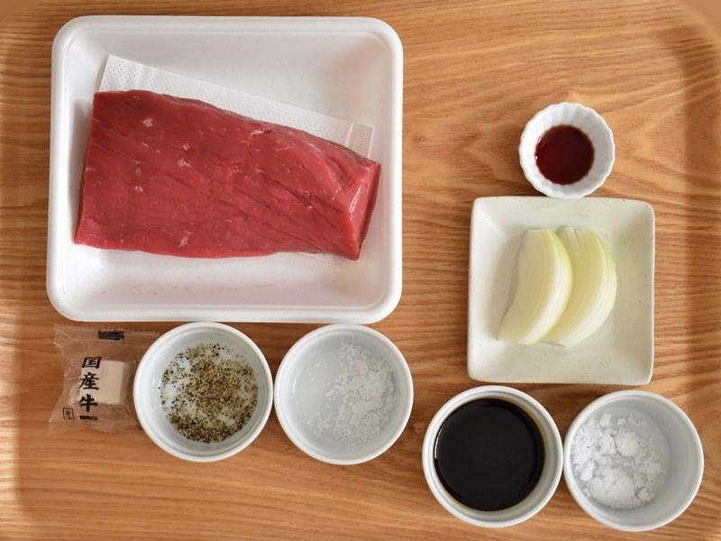 ローストビーフは、思いのほか少ない材料で作ることができる