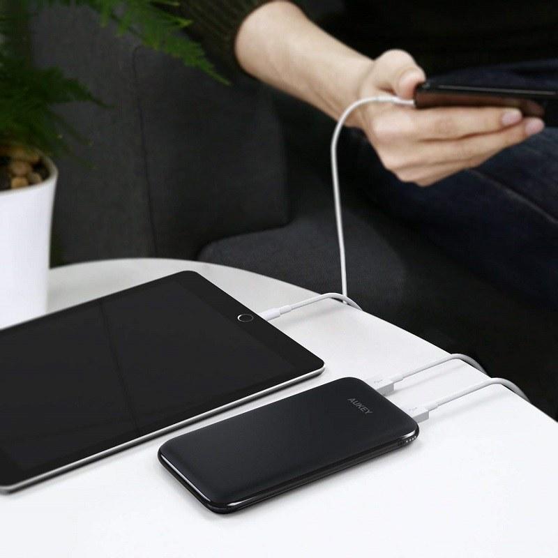 デバイス2台を同時に充電可能