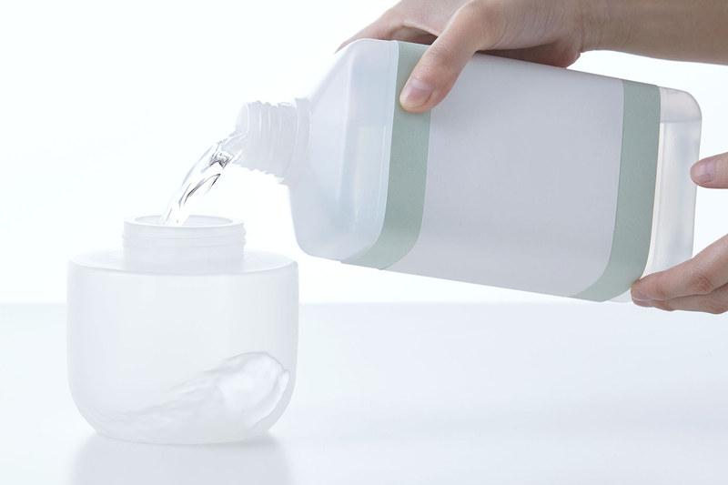 市販の液体タイプのアルコール消毒液を注入して使用可能