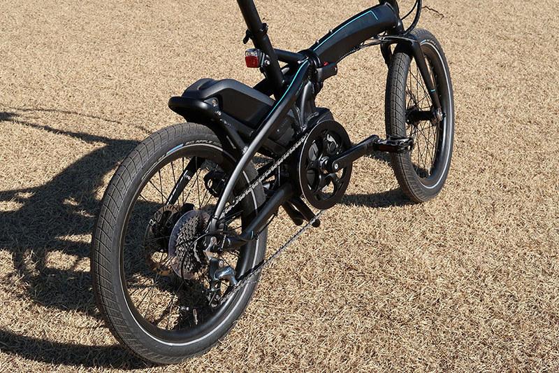 Vektron S10は小径車でありe-bikeなので、漕ぎ出しが非常にスムーズ。アシスト上限24km/hまでスイ~ッと加速してくれます