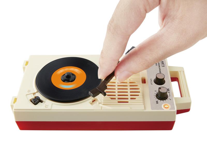 アームを動かし針を盤面に落とすと音が再生される