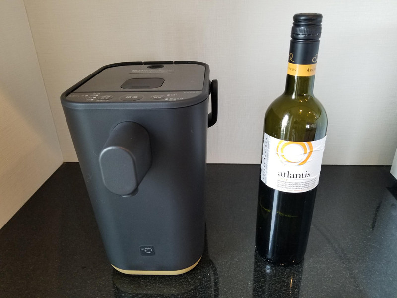 本体高さはワインボトルよりも小さく、キッチンに置きやすい