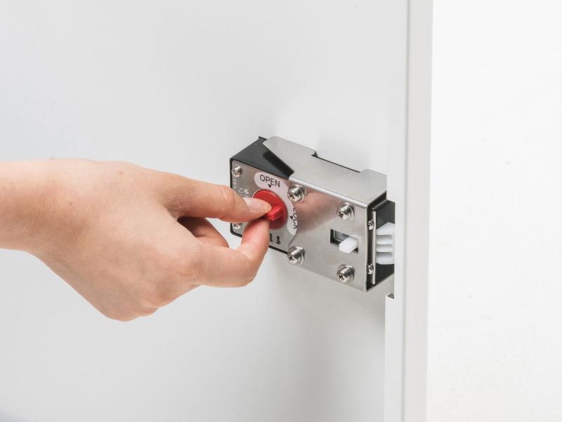 前扉の内側から鍵をかける仕様