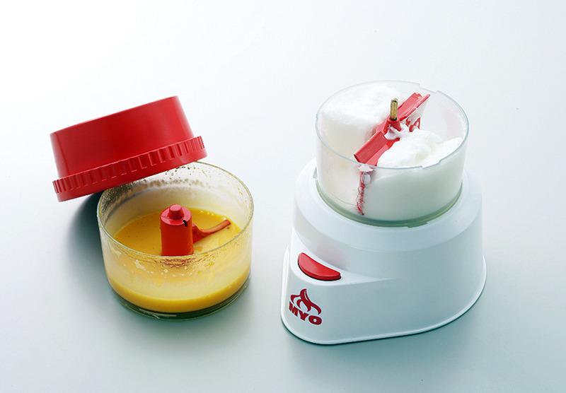 最後は、黄身のソースとメレンゲを混ぜ合わせれば完成