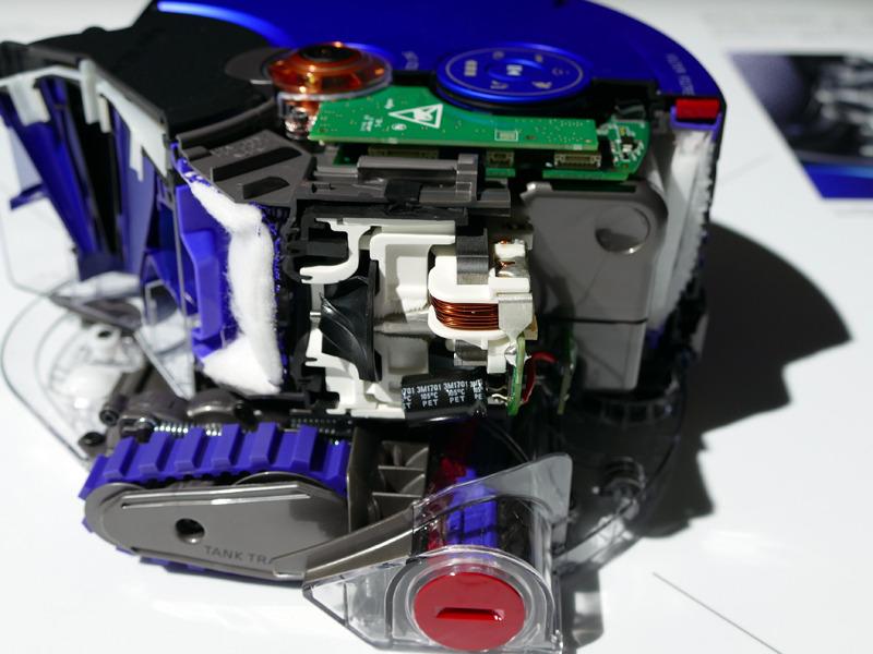 プロセッサなどを搭載する基板部を中心としたカットモデル