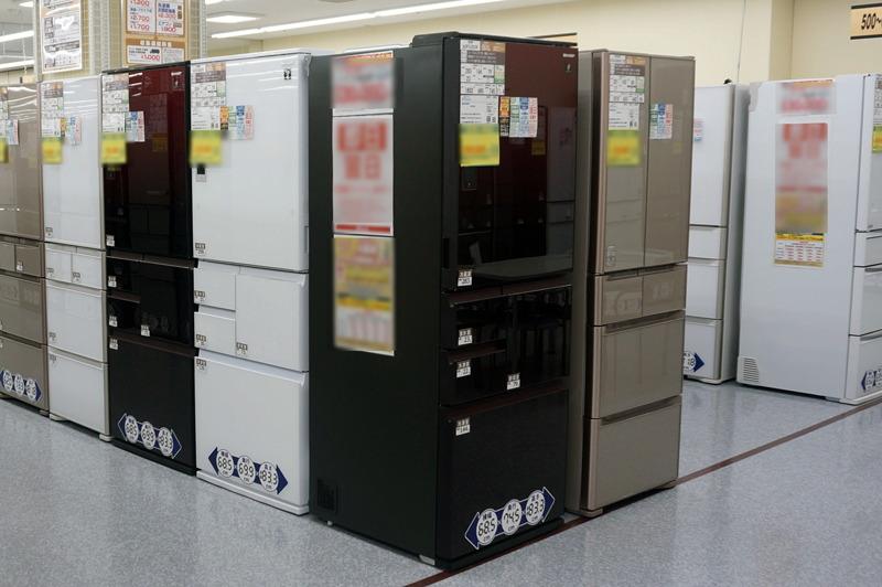 冷蔵庫や洗濯機、炊飯器、電子レンジ、大型テレビなどは、7~9月に新製品が出ると旧モデルが安くなる(写真はイメージです)