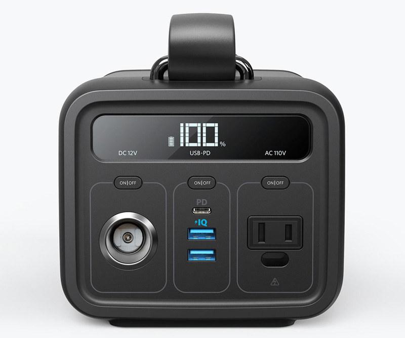 12Vシガーソケット、USB Type-Aが2つ、Type-Cが1つ、110V/60HzのACポートの出力ができる
