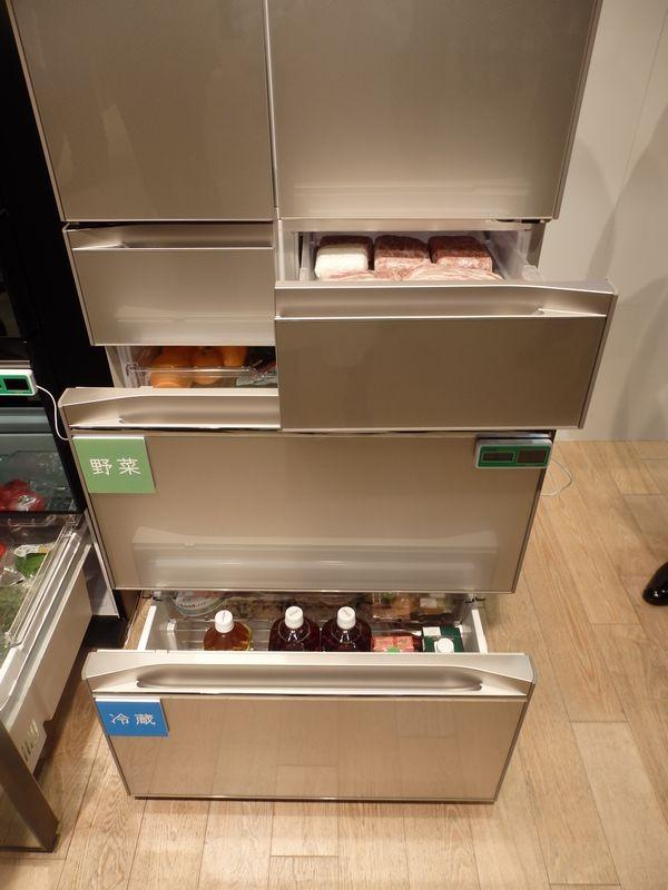 下段の2つの引き出しの温度帯を「冷蔵室」「野菜室」「冷凍室」に自在に切り替えられる