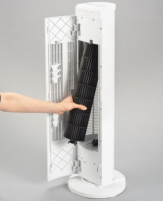 正面パネルを開閉でき、中のファンは取り外して水洗い可能