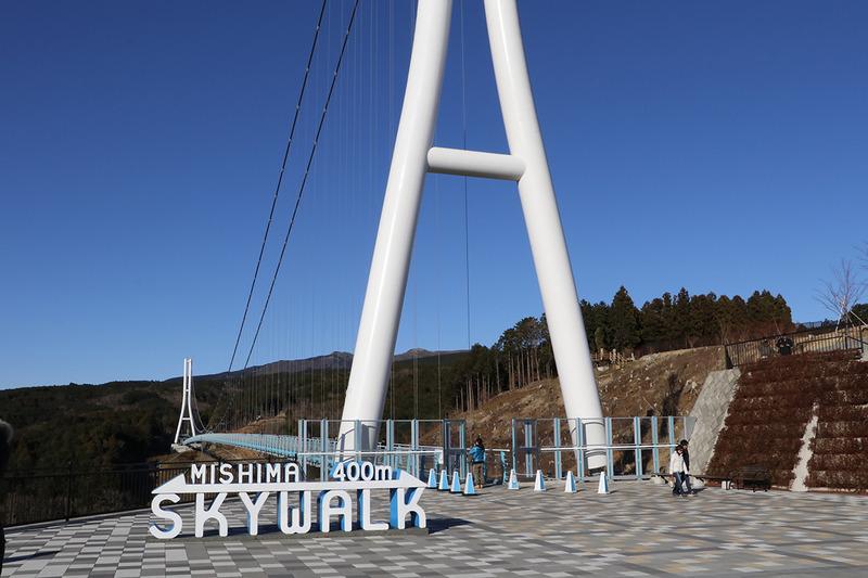 三島スカイウォークには自転車ラックが用意されている
