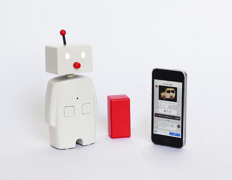 TELLBOは、ユカイ工学が販売するコミュニケーションロボット「BOCCO」を活用