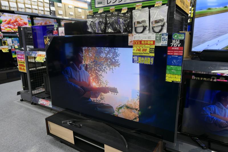 昨年発売のLGの75型液晶テレビも25万円弱。家に置けるなら、私が買いたかった……(笑)