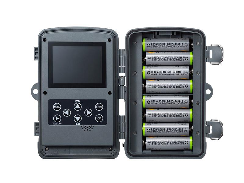 単三形乾電池4本または8本で稼働