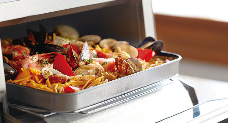 フレンチトーストや魚のホイル焼などに便利に使える深皿トレイが付属