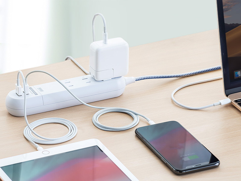 複数のデジタルデバイスを同時に充電できる