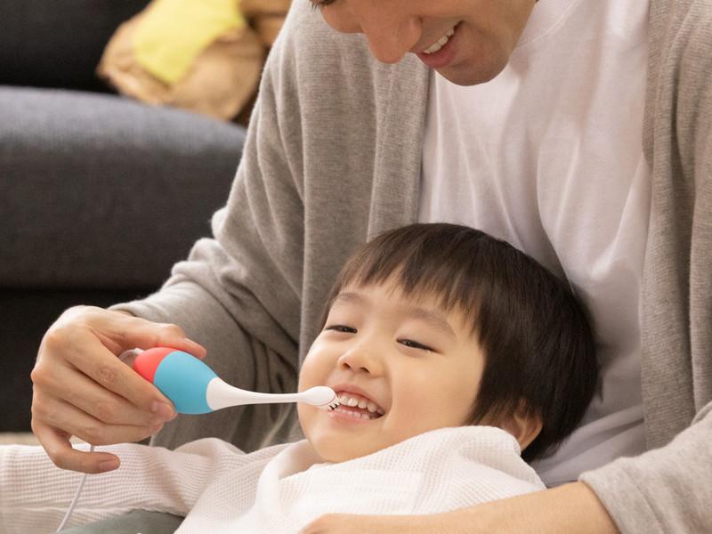 ハブラシのヘッド部分が歯や口腔内に触れている間のみ、本人に音楽が聞こえるという